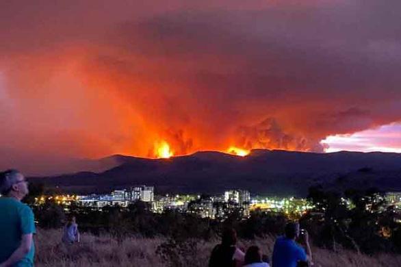 Cháy rừng lan tới thủ đô Úc - Ảnh 1.