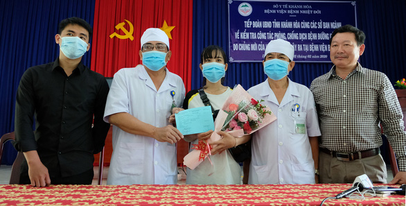 Thêm 3 bệnh nhân nhiễm nCoV khỏi bệnh, được ra viện - Ảnh 1.