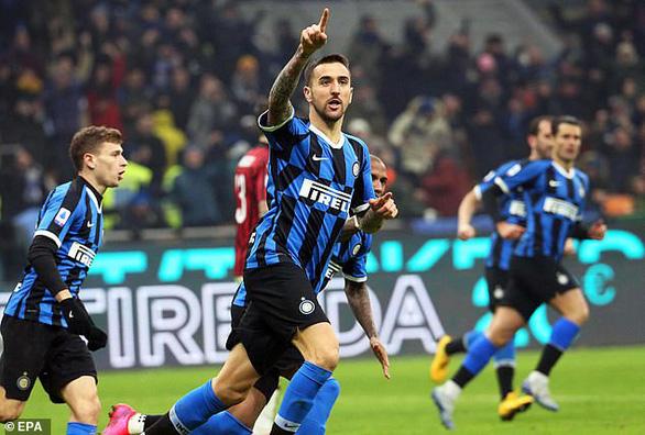 Inter thắng ngược AC Milan sau khi bị dẫn trước 2 bàn - Ảnh 2.
