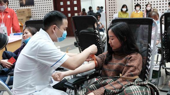 Công đoàn Việt Nam kêu gọi người lao động hiến máu cứu người - Ảnh 2.
