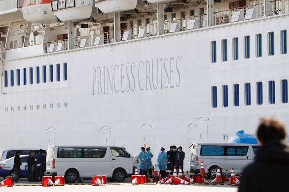 Thêm 39 người nhiễm virus corona trên du thuyền Diamond Princess - Ảnh 1.