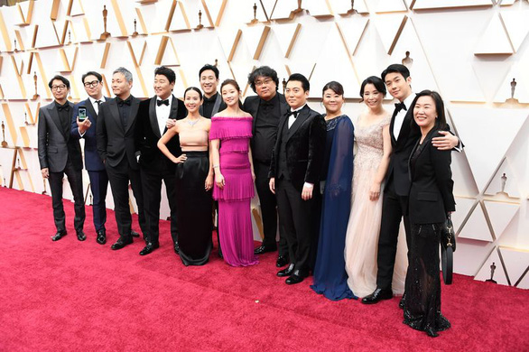 Đạo diễn Bong Joon Ho sau chiến thắng Oscar: Mọi thứ thật điên rồ! - Ảnh 4.