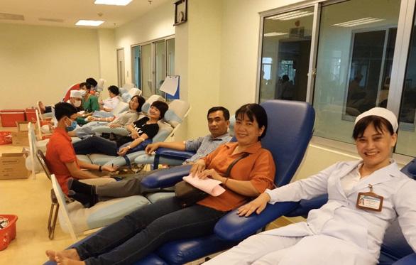 Hàng trăm người ở Cần Thơ hiến máu giữa mùa dịch corona - Ảnh 2.