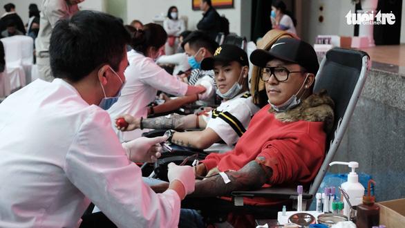 Công đoàn Việt Nam kêu gọi người lao động hiến máu cứu người - Ảnh 1.