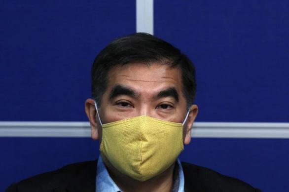 Hong Kong làm khẩu trang vải kháng khuẩn chặn dịch thiếu khẩu trang y tế - Ảnh 1.