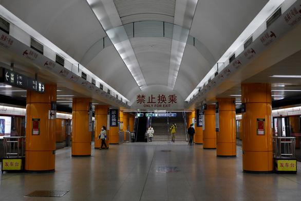 Hàng trăm triệu người Trung Quốc quay lại làm việc giữa dịch corona - Ảnh 2.