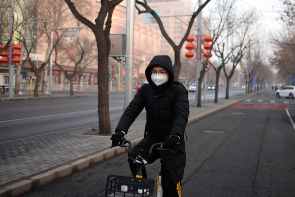 Hàng trăm triệu người Trung Quốc quay lại làm việc giữa dịch corona - Ảnh 4.