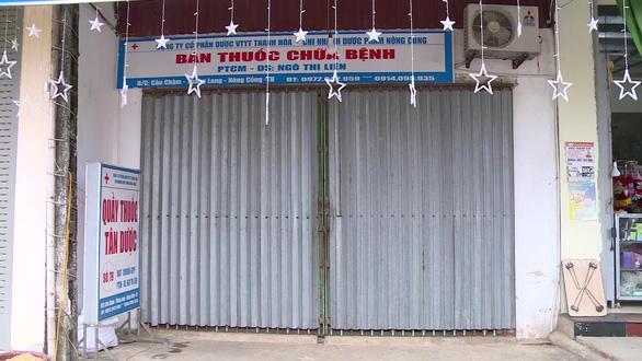 Thu giấy phép kinh doanh 4 tiệm thuốc tây bán khẩu trang chặt chém - Ảnh 1.