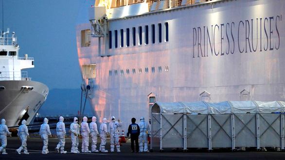 Cuộc sống bên trong tàu Diamond Princess bị cách ly - Ảnh 5.