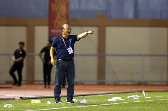 HLV Park Hang Seo bị AFC phạt 5.000 USD và cấm chỉ đạo 4 trận - Ảnh 1.