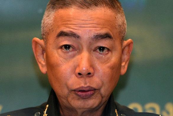 Tướng Thái đẫm lệ giữa họp báo, xin lỗi dân vì lính xả súng giết 29 người - Ảnh 1.