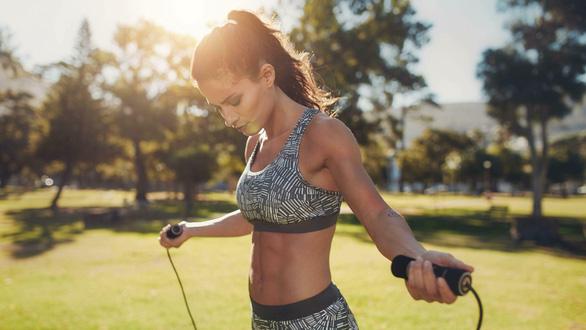 Chơi thể thao giúp hạnh phúc hơn cả kiếm nhiều tiền - Ảnh 1.