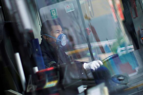 Trung Quốc lập nhiều đường dây nóng hỗ trợ tâm lý người dân - Ảnh 2.