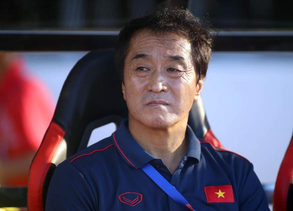 Trợ lý Lee Young Jin thay thầy Park chỉ đạo trận giao hữu Việt Nam - Iraq - Ảnh 1.