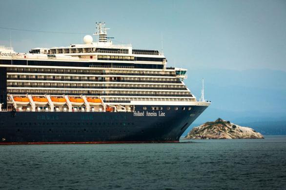 Du thuyền 2.000 khách không có người nhiễm corona vẫn bơ vơ sau 5 lần bị từ chối - Ảnh 1.