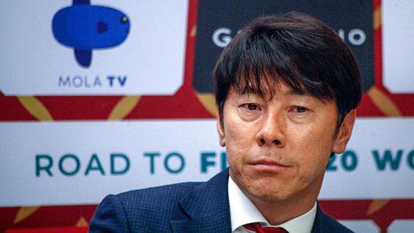 HLV Shin Tae-yong chê các cầu thủ Indonesia yếu thể lực - Ảnh 1.