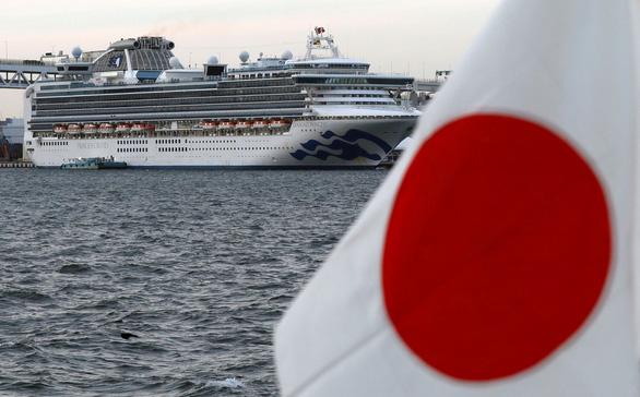 218 người nhiễm virus corona trên Diamond Princess, Nhật sơ tán gấp người già - Ảnh 1.