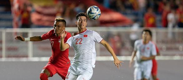 Bất ngờ được FIFA phỏng vấn, Tiến Linh mơ lớn cùng tuyển Việt Nam - Ảnh 1.