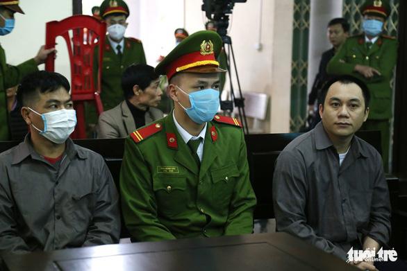 Hai bị cáo vụ lùi xe trên cao tốc Thái Nguyên tiếp tục hầu tòa - Ảnh 1.