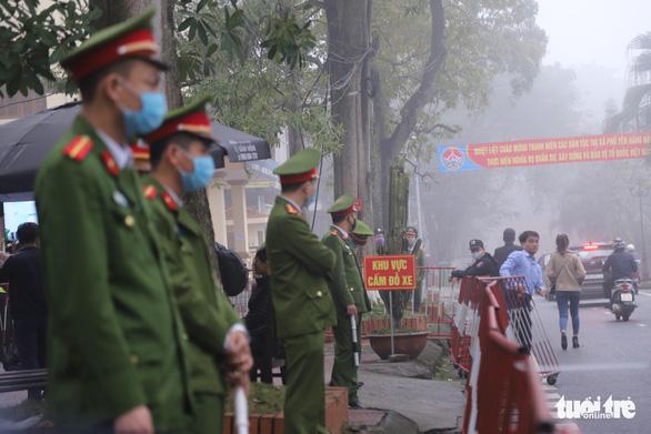 Hai bị cáo vụ lùi xe trên cao tốc Thái Nguyên tiếp tục hầu tòa - Ảnh 4.