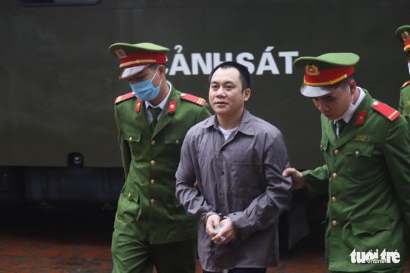 Hai bị cáo vụ lùi xe trên cao tốc Thái Nguyên tiếp tục hầu tòa - Ảnh 3.
