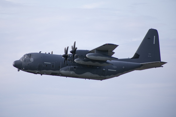 Mỹ điều 2 máy bay tác chiến đặc biệt bay qua eo biển Đài Loan - Ảnh 1.