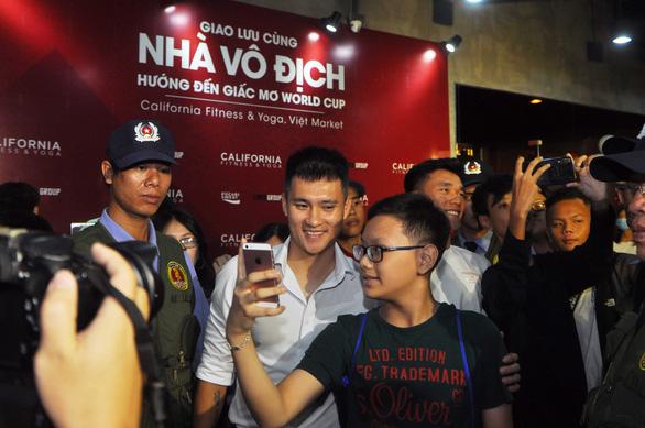 Công Vinh: 'Thể hình, thể lực cầu thủ Việt Nam bây giờ tốt nhiều so với  thời của tôi' - Ảnh 5.