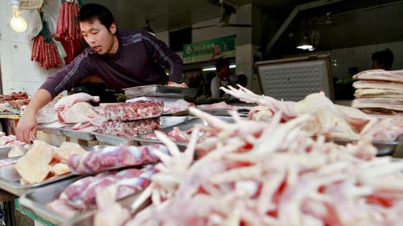 Cảng Trung Quốc hết chỗ chứa container gia cầm đông lạnh do virus corona - Ảnh 1.
