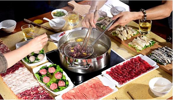 Chuỗi nhà hàng lớn ở Hong Kong tạm ngừng phục vụ lẩu vì dịch bệnh - Ảnh 1.