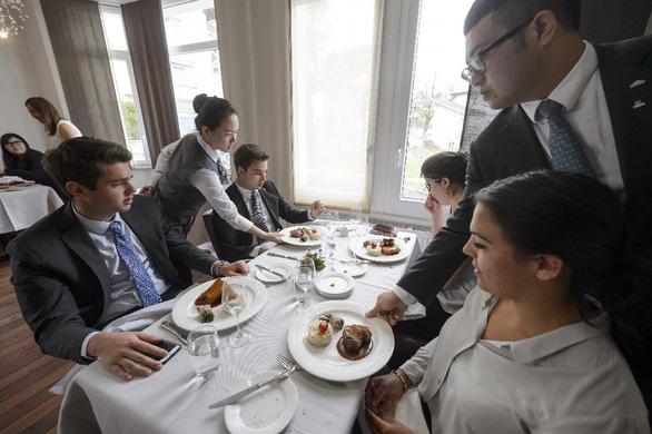 Chọn trường nào để học quản trị nhà hàng và dịch vụ? - Ảnh 1.