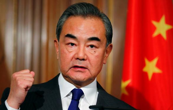 Ngoại trưởng Trung Quốc: COVID-19 thách thức ghê gớm nhưng đang được kiểm soát - Ảnh 1.