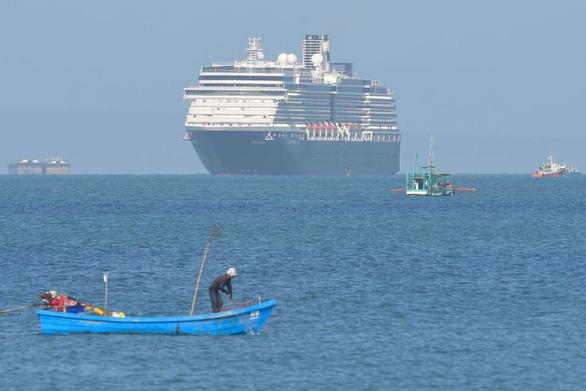 Phát hiện khách của du thuyền Westerdam vừa cập cảng Campuchia nhiễm COVID-19 - Ảnh 2.