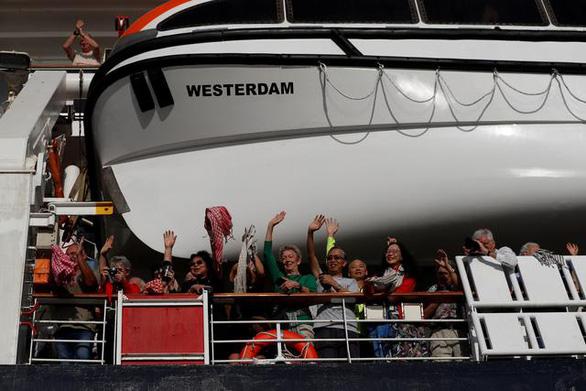 Ông Trump cảm ơn Campuchia đã nhận con thuyền không bến Westerdam - Ảnh 2.