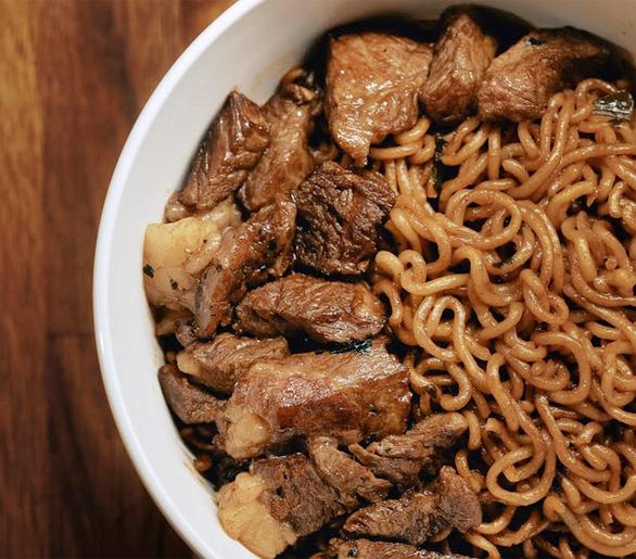 Món mì bò nổi tiếng trong Parasite gây sốt - Ảnh 1.