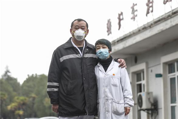 Những cặp đôi thầy thuốc cùng nhau chiến đấu chống COVID-19 cứu người - Ảnh 15.