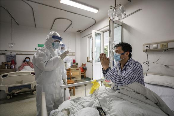 Những cặp đôi thầy thuốc cùng nhau chiến đấu chống COVID-19 cứu người - Ảnh 3.