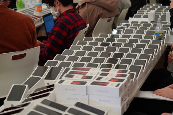 Nhật phát miễn phí 2.000 iPhone cho khách kẹt trên du thuyền Diamond Princess - Ảnh 1.