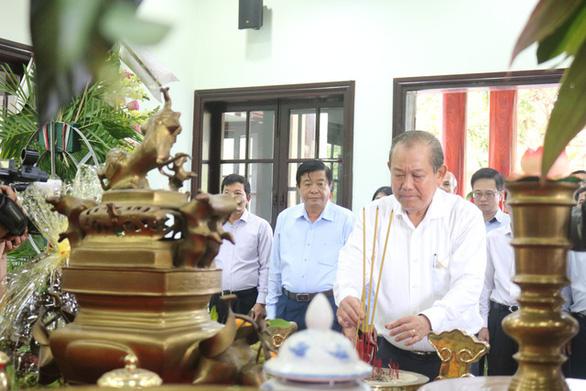 Phó thủ tướng kiểm tra các công trình ngăn mặn tại Vĩnh Long - Ảnh 3.