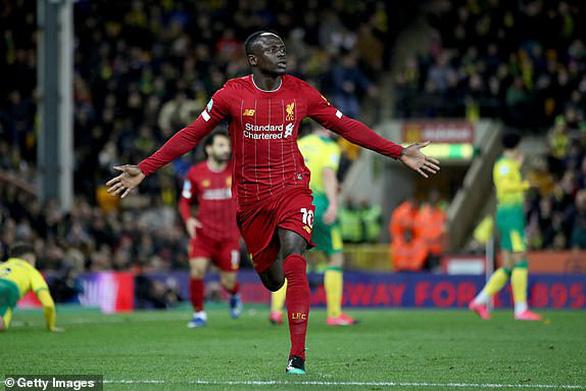 Mane hạ gục Norwich, Liverpool bỏ xa Manchester City 25 điểm - Ảnh 1.