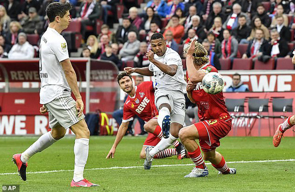 Đè bẹp Cologne, Bayern Munich trở lại ngôi đầu bảng - Ảnh 2.