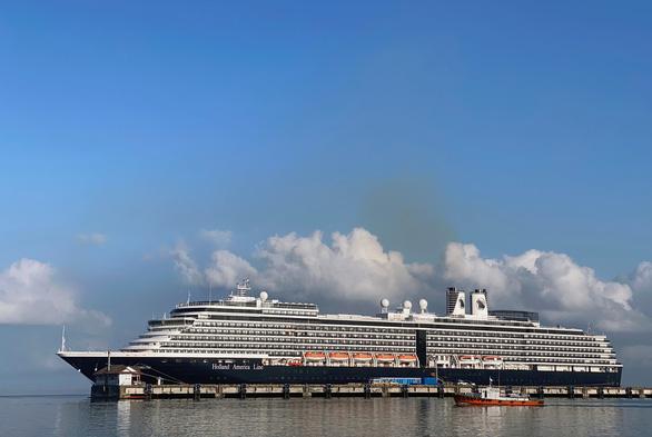 Hãng tàu khẩn trương liên lạc với du khách đã rời du thuyền MS Westerdam - Ảnh 1.