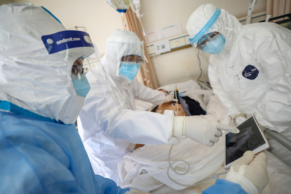 Trung Quốc đưa thêm 1.200 nhân viên y tế đến Vũ Hán - Ảnh 1.