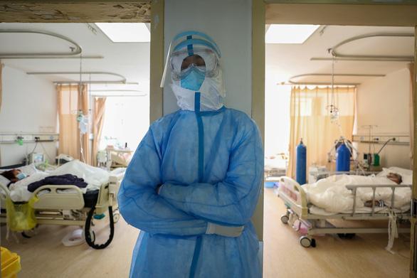 Y bác sĩ Trung Quốc nhiễm COVID-19 nhiều vì ban đầu không biết dịch - Ảnh 5.