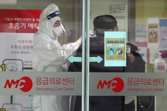 Mỹ, Hàn Quốc tính xét nghiệm bao vây corona - Ảnh 1.