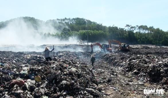 Di dời dân sống gần khu xử lý rác lớn nhất Nghệ An trong tháng 3 - Ảnh 1.