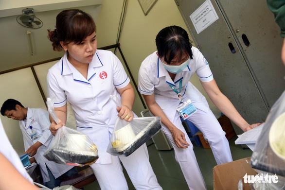 Người vào cách ly ở bệnh viện dã chiến Củ Chi tăng là bình thường - Ảnh 3.