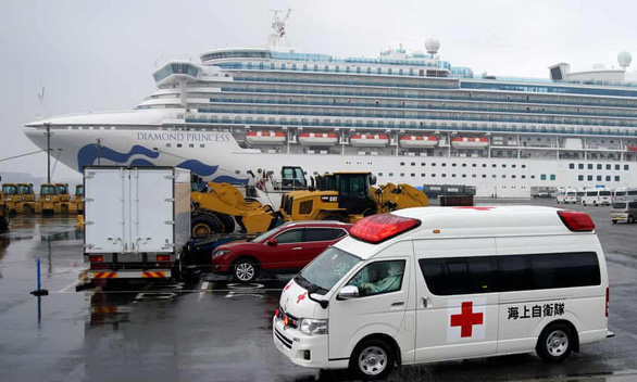 Nhân viên trên du thuyền Diamond Princess sẽ bị cách ly thêm 14 ngày - Ảnh 1.