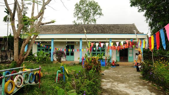 Những ông Tây làm chuyện lạ ở Việt Nam - Kỳ 8: Đến Hội An làm nail, xây trường cho trẻ nghèo - Ảnh 2.