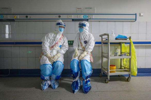 Số nhân viên y tế nhiễm virus corona ở Trung Quốc có thể hơn 3.000 người - Ảnh 1.