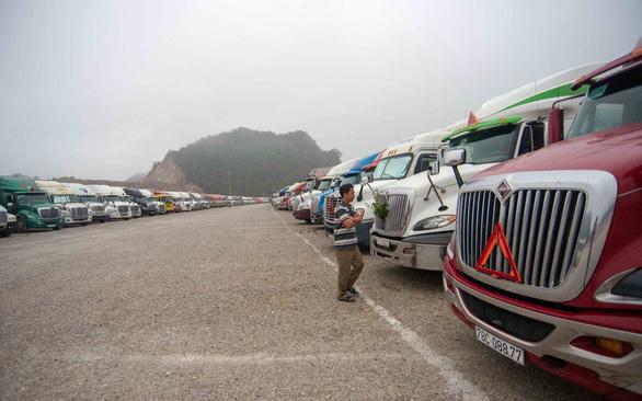 Xuất khẩu nông sản sang Trung Quốc vẫn nghẽn, hàng chờ ngày càng tăng - Ảnh 1.